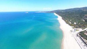 Portogallo e Grecia organizzano i charter per portare i turisti al mare. In Italia imperversa il caos.