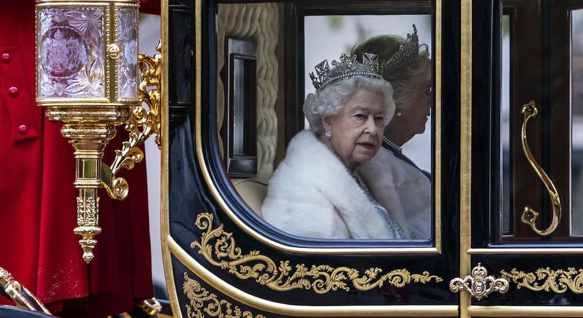 Coronavirus, dietro l'emergenza appalti e affari: intercettazioni e arresti: anche Londra trema: avete visto The Crown? ma la regina non guarderà Harry e Meghan in tv