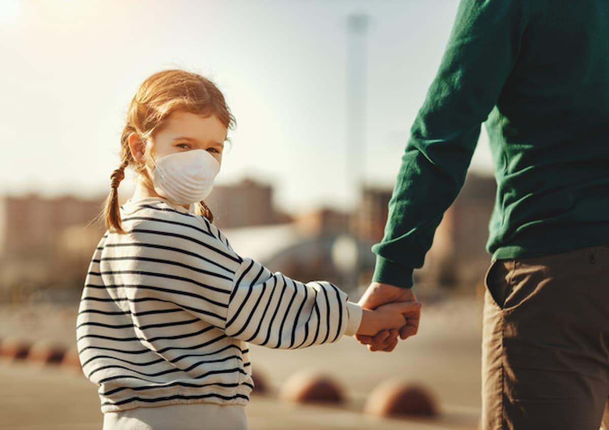 Mascherine obbligo anche per i bambini, chiede il Consiglio di Stato. Gli esperti: senza lockdown, nuova ondata, super mutazione del coronavirus