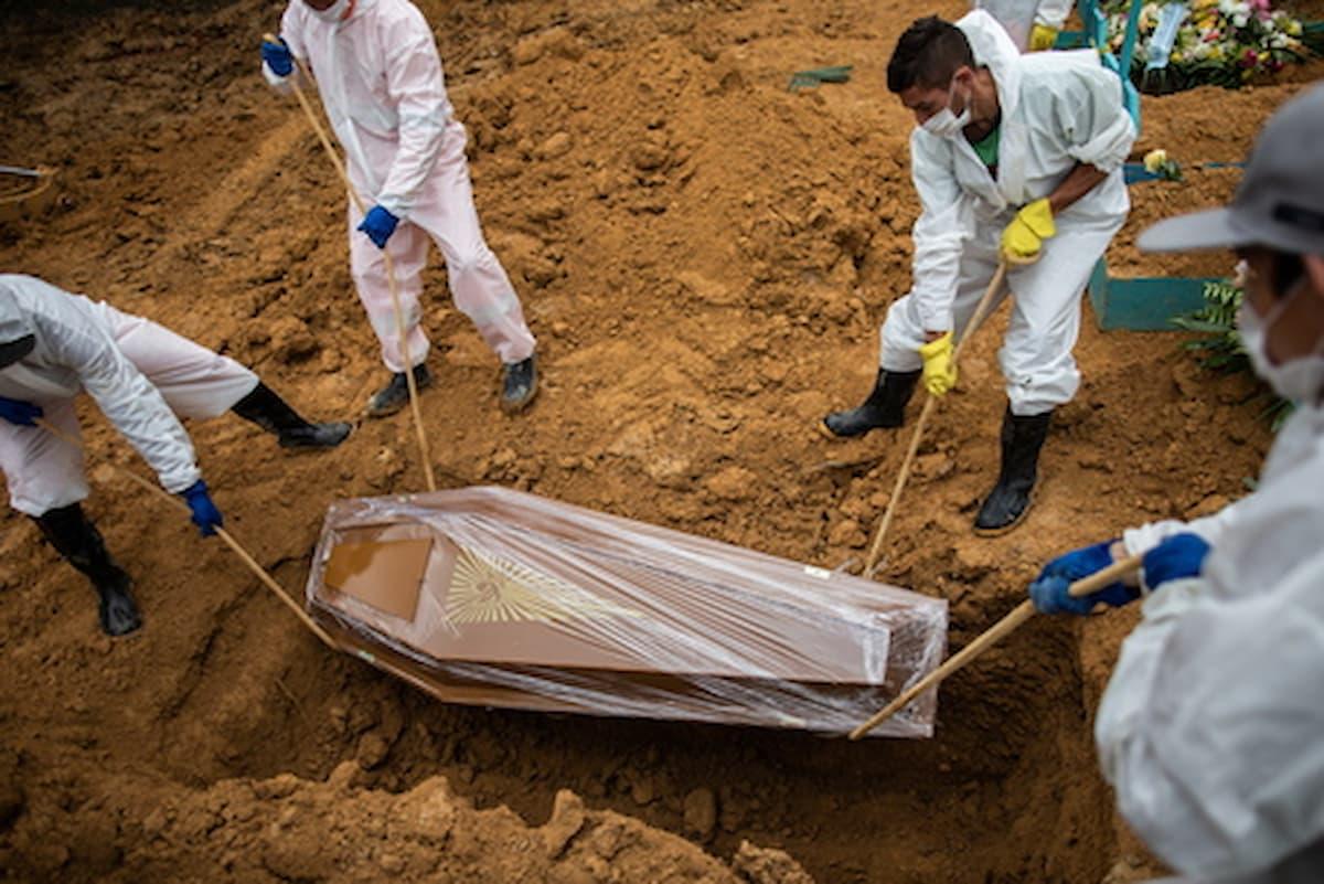 Morti da covid in un giorno in Italia quasi il triplo dei poveri annegati nel mare della Libia. Così da settimane. E nessuno dice niente