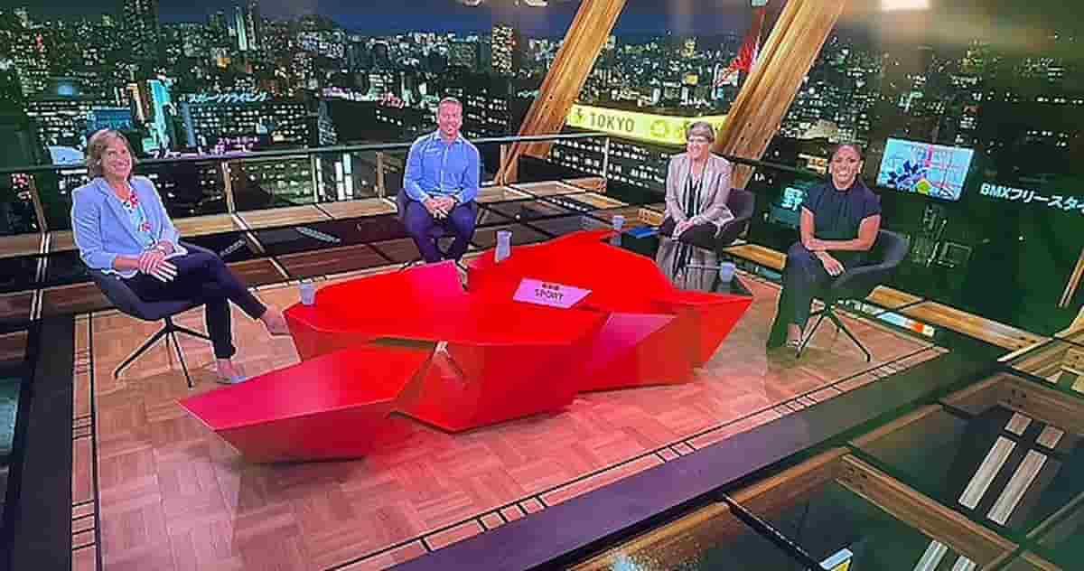 Olimpiadi, il trucco della Bbc: lo sfondo è Tokyo ma lo studio è a Manchester