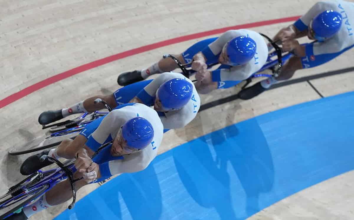 Olimpiadi, trionfi e lacrime: Ganna guida all'oro i 4...e hanno appena licenziato il ct, le ragazze del volley perse dai social