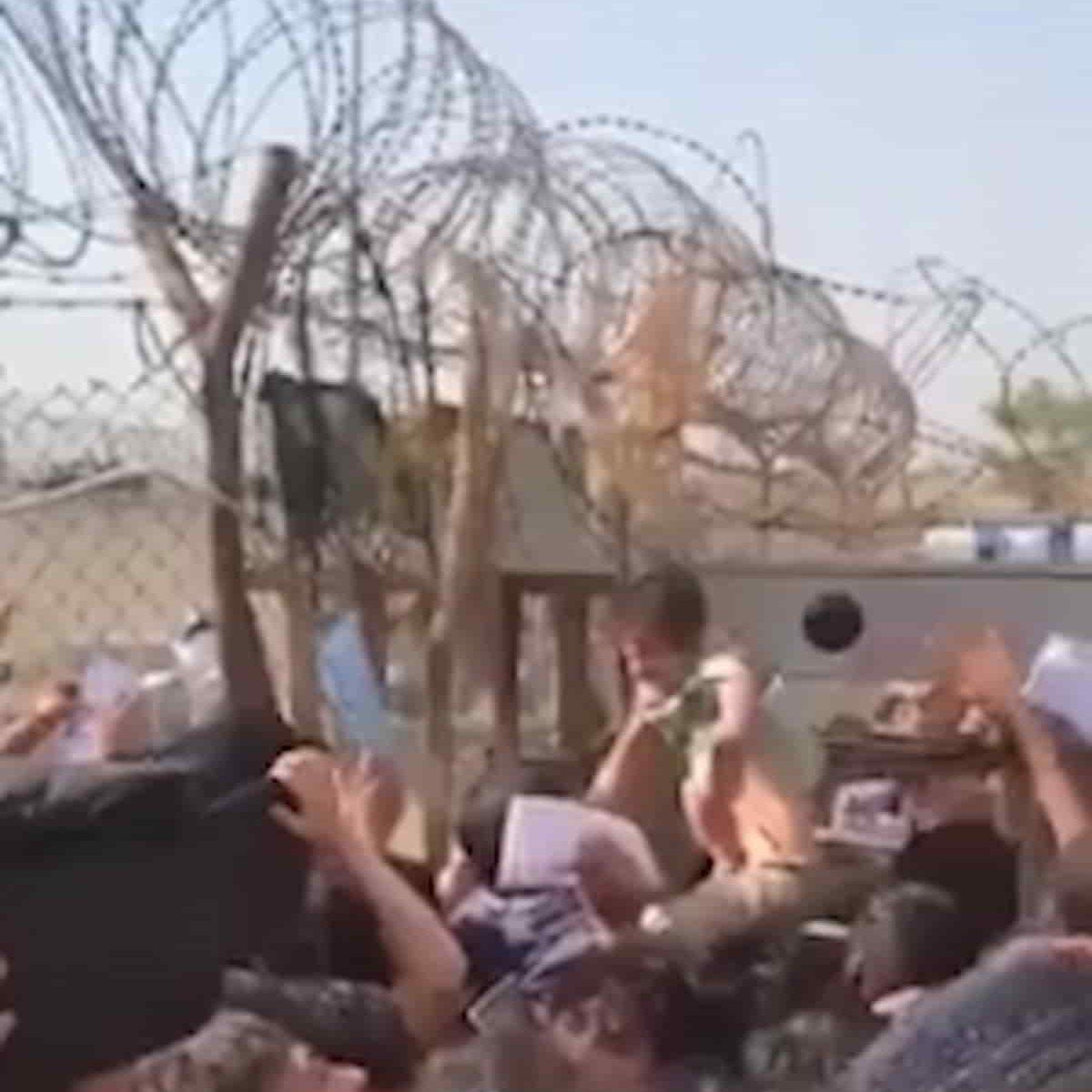 Donne protagoniste della resistenza ai talebani, gli uomini buttano le armi e scappano, loro sfilano con le bandiere, affidano i figli oltre il filo spinato dell'aeroporto. Torna Lucifero: weekend rovente, soprattutto al Centro-Nord,