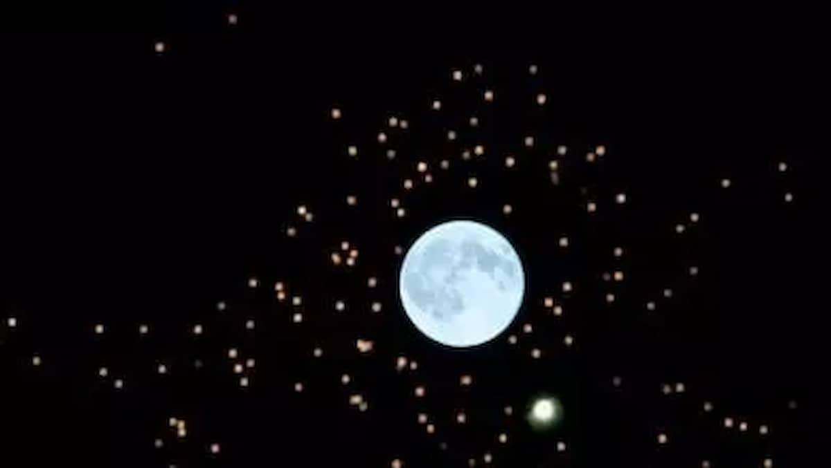 Luna piena, il meteo promette: da domani cambia tutto, cioè piogge, temporali e quel che segue, ma solo al Nord. I nuovi malati di covid sono migliaia ogni giorno ma sono giovani e i più se la cavano. Importante il messaggio dei nostri olimpionici per convincere i renitenti a vaccinarsi